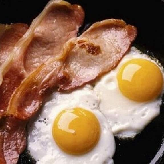 how to cook eggs and bacon in the oven