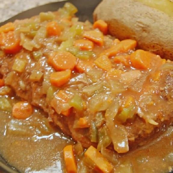 slow cooker steak with vegetable gravy