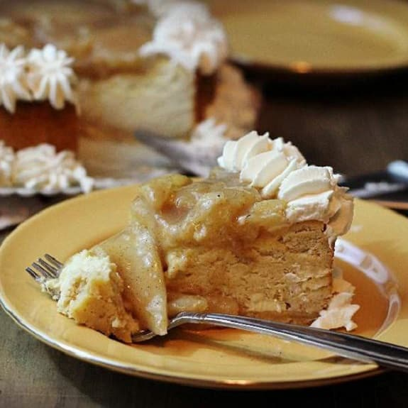 slow cooker pear cheesecake
