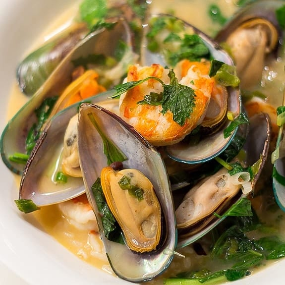 vietnamese-style mussel soup