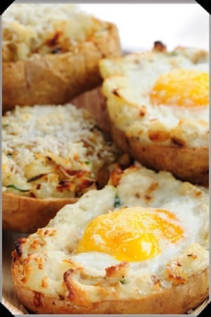 baked eggs in potatoes