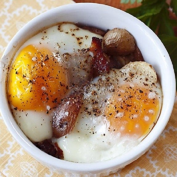oven baked eggs with potatoes and bacon