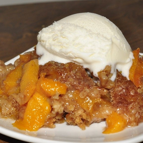 slow cooker peach and apple cobbler