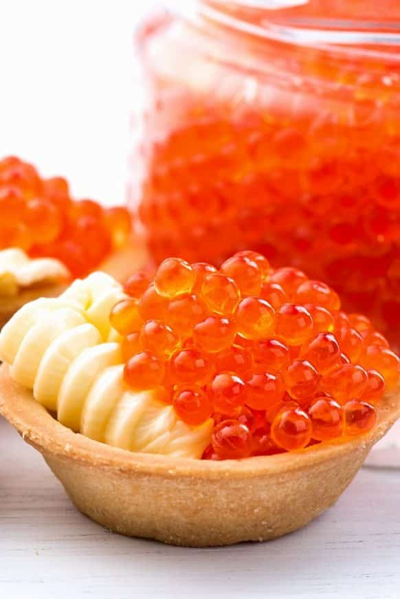Red caviar tartlets appetizer recipe. Oven baked tartlets served with red caviar. Very tasty appetizer. #appetizers #party #seafood #redcaviar #dinner #homemade #easy #delicious
