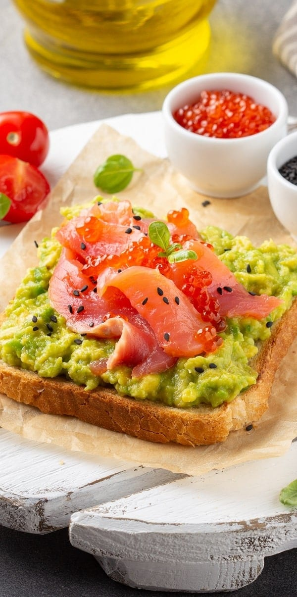 Salmon caviar avocado appetizer recipe. This is a very easy and tasty appetizer with red caviar,avocado, and smoked salmon. #appetizers #seafood #party #dinner #homemade #healthy