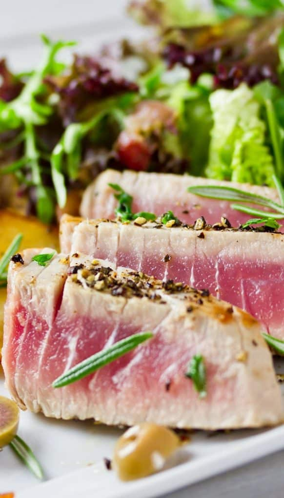 Best grilled tuna steak recipe. Marinated tuna steaks grilled over the grill. Yummy! #dinner #lunch #seafood #tuna #homemade #delicious #easy