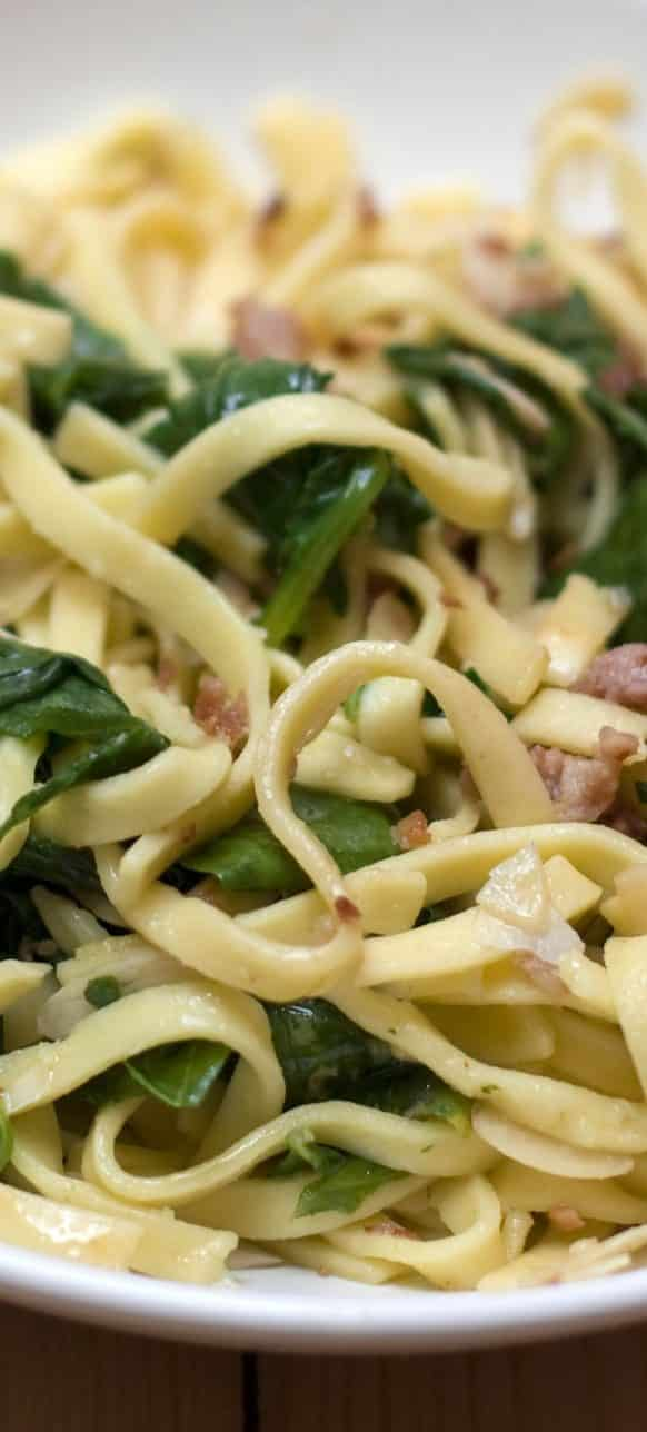 Fresh Italian pasta recipe. Oven baked pasta with spinach and bacon. Very delicious Italian recipe! #dinner #homemade #pasta #healthy #yummy #italian