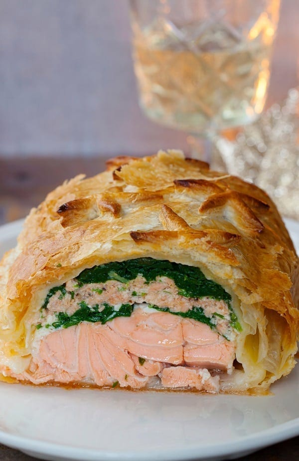 Oven baked salmon coulibiac recipe. Salmon pie or salmon coulibiac belongs to Russian cuisine. #oven #recipes #homemade #salmon #seafood #fish #easy #healthy
