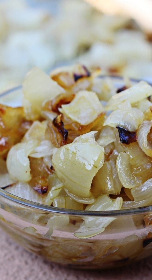 Slow cooker caramelized sweet onions recipe. Very easy and delicious side dish. #slowcooker #crockpot #dinner #homemade #healthy #yummy