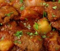 Slow cooker easy Hungarian goulash recipe. Very popular beef goulash. Belongs to Hungarian cuisine and cook in a slow cooker. #slowcooker #crockpot #dinner #homemade #goulash #yummy