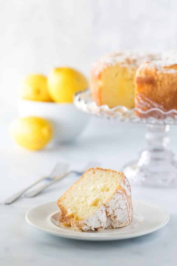 Slow cooker easy lemon loaf recipe. Healthy and delicious lemon bread cooked in slow cooker. #slowcooker #crockpot #dessert #breakfast #homemade #easy #yummy