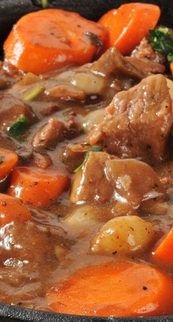 Slow cooker Waldorf Astoria beef stew recipe. Very easy and delicious beef stew with vegetables cooked in a slow cooker. #slowcooker #crockpot #beef #stew #dinner #homemade #easy #lowcarb #yummy