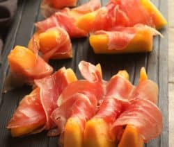 easy prosciutto-wrapped melon appetizer recipe