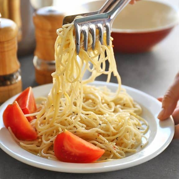 italian spaghetti with garlic and oil
