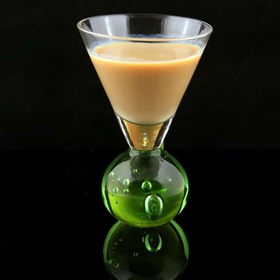 cocktail ice mix with irish cream liqueur baileys
