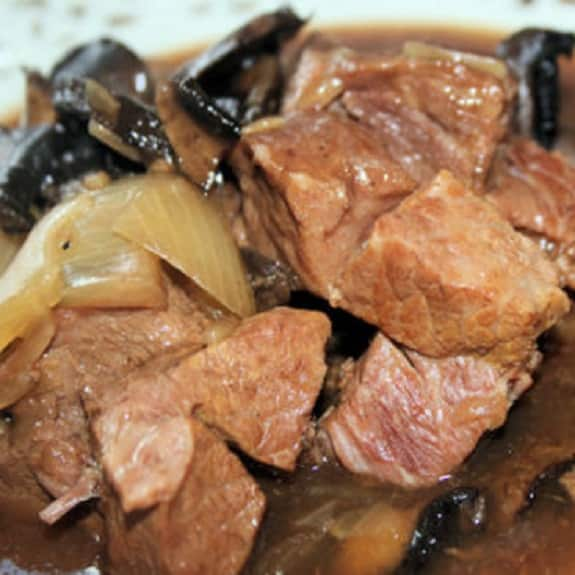 slow cooker beef in red wine gravy
