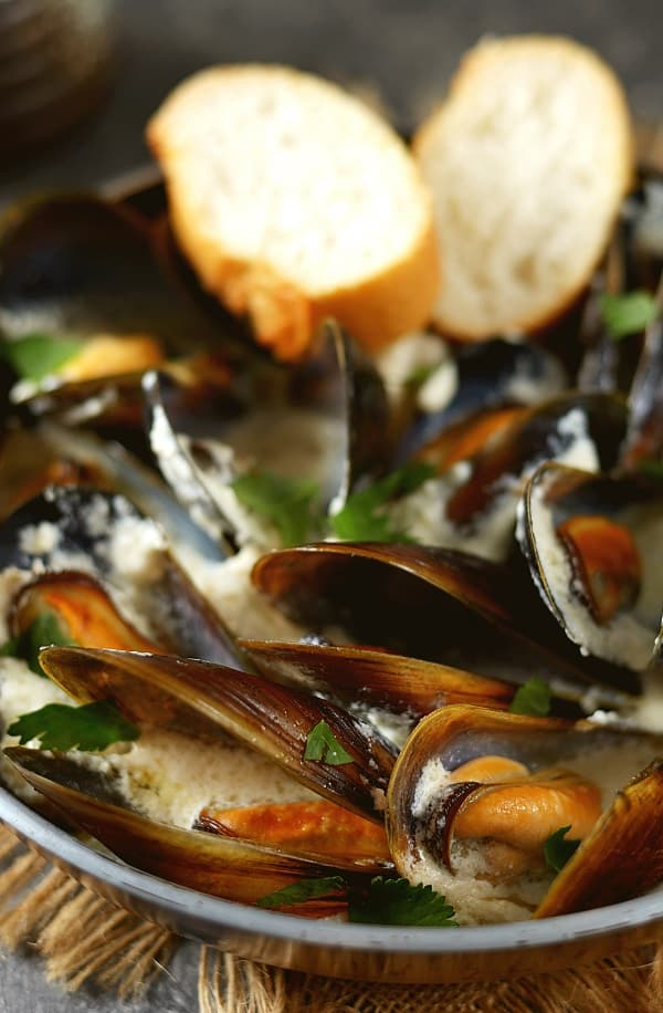 slow cooker mussel soup with saffron