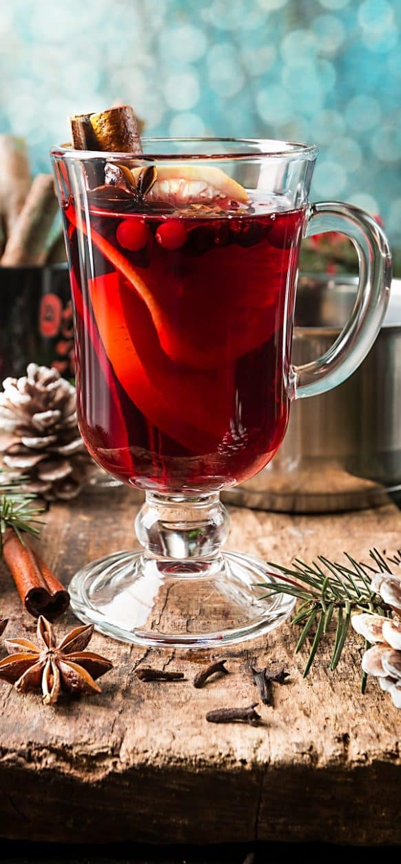 Mulled wine. Brandy-based alcoholic mixed drink. Very easy and delicious Christmas drink. #beverages #drinks #christmas #wine