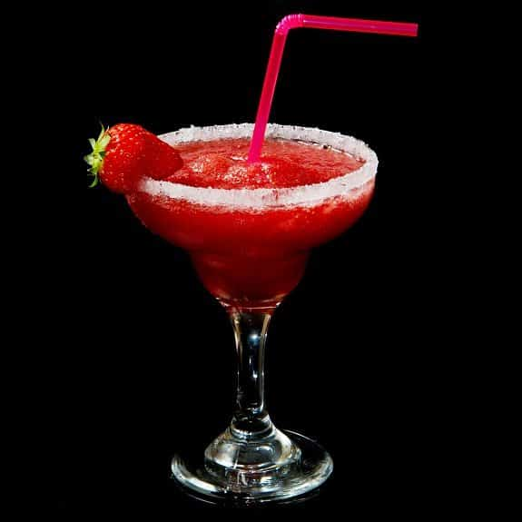 easy strawberry margarita cocktail recipe