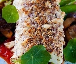 Baked halibut with herb-almond crust. Halibut fillets with herbs and almonds baked in an oven. Very easy and delicious! #oven #baked #seafood #dinner #homemade #halibut
