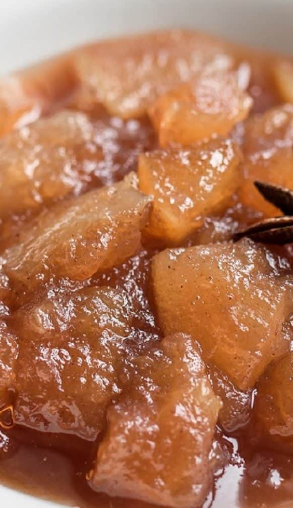 Slow cooker chunky apple sauce. Very easy and delicious dessert cooked in a slow cooker (crock pot). #slowcooker #crockpot #dessert #applesauce #easy #yummy #homemade #chutney