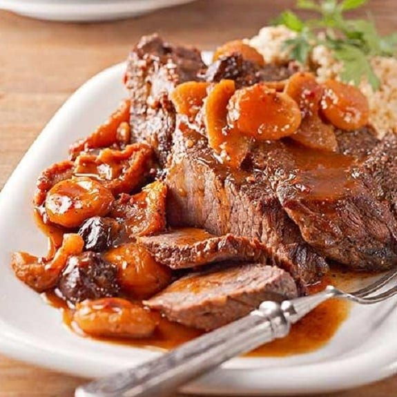 slow cooker pot roast with fruit and chipotle sauce