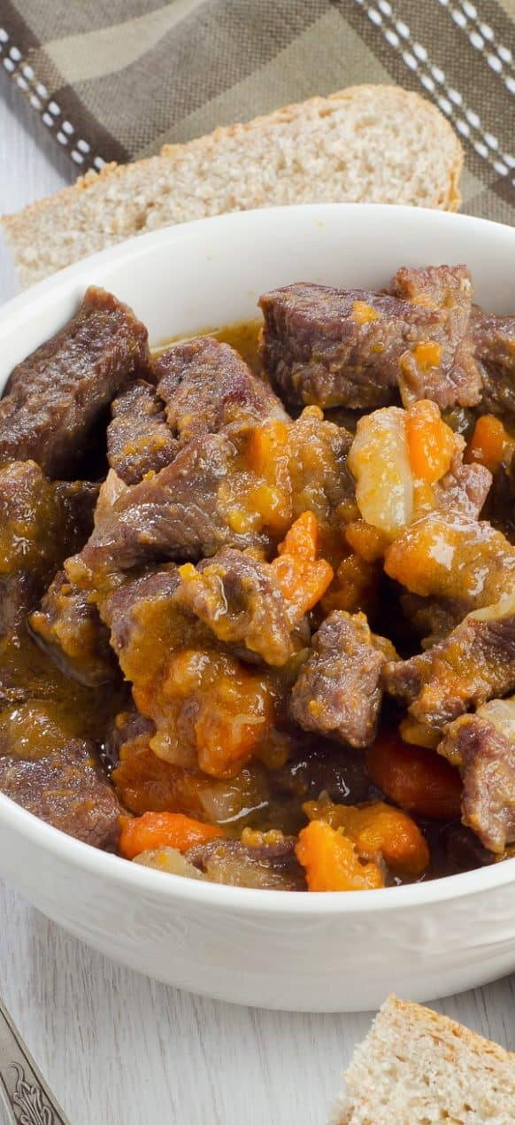 Electric instant pot beef stew recipe. Provencal-style beef stew with carrots, dry red wine, and brandy cooked in an electric pressure cooker. #pressurecooker #instantpot #dinner #beef #stew #homemade #easy #yummy