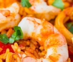 Pressure cooker prawn paella recipe. Raw prawn with rice and spices cooked in a pressure cooker. Very easy and delicious! #pressurecooker #instantpot #seafood #paella #dinner #homemade #yummy #healthy