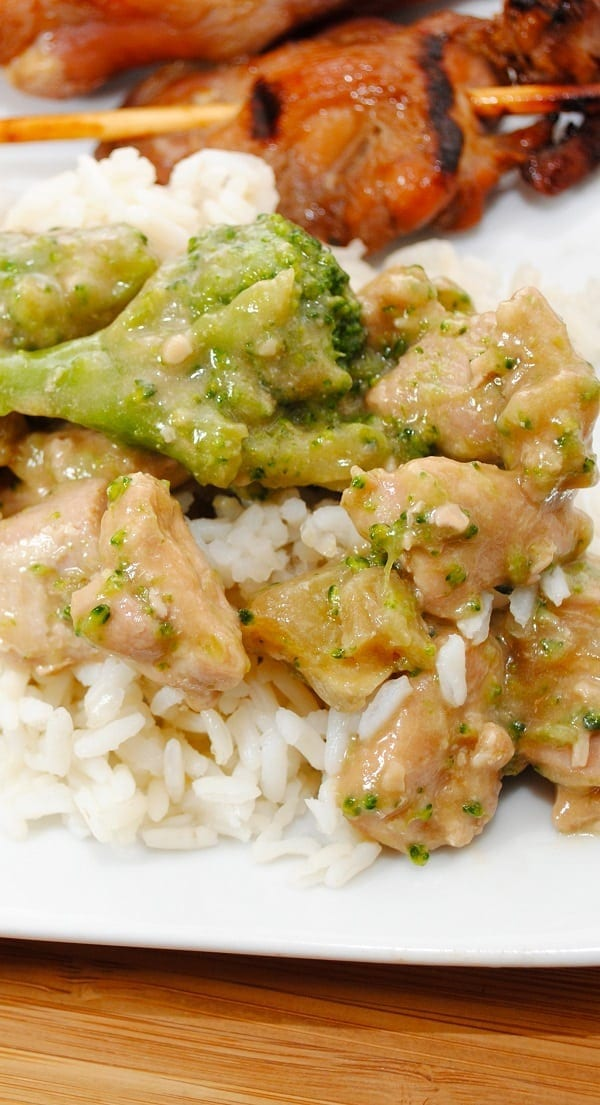 Slow cooker cubed chicken breasts recipe. This is very easy and delicious 3-ingredient chicken recipe. Cubed chicken breasts with hot chili sauce cooked in a slow cooker and served over cooked rice.#slowcooker #crockpot #chicken #dinner #homemade #lowcarb #delicious