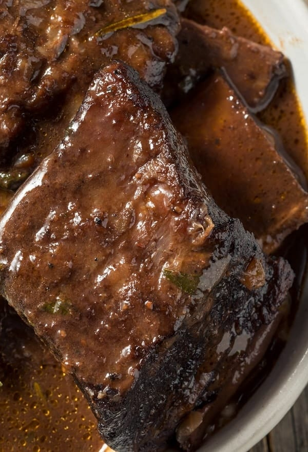 Pressure cooker easy beef short ribs recipe. Beef short ribs with vegetables and spices cooked in an electric pressure cooker. #pressurecooker #instantpot #dinner #homemade #beef #ribs