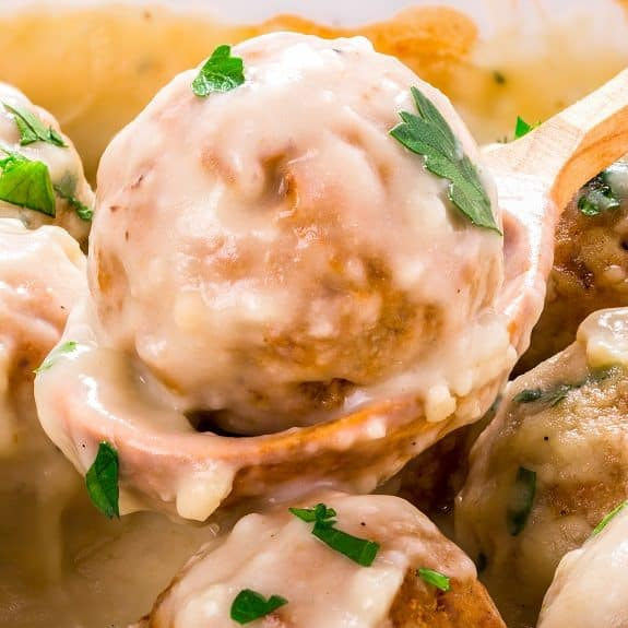 Slow cooker Swedish meatballs recipe. Beef and turkey meatballs with spices and delicious creamy sauce cooked in a slow cooker. #slowcooker #crockpot #meatballs #dinner #lunch #meagicskilletrecipes