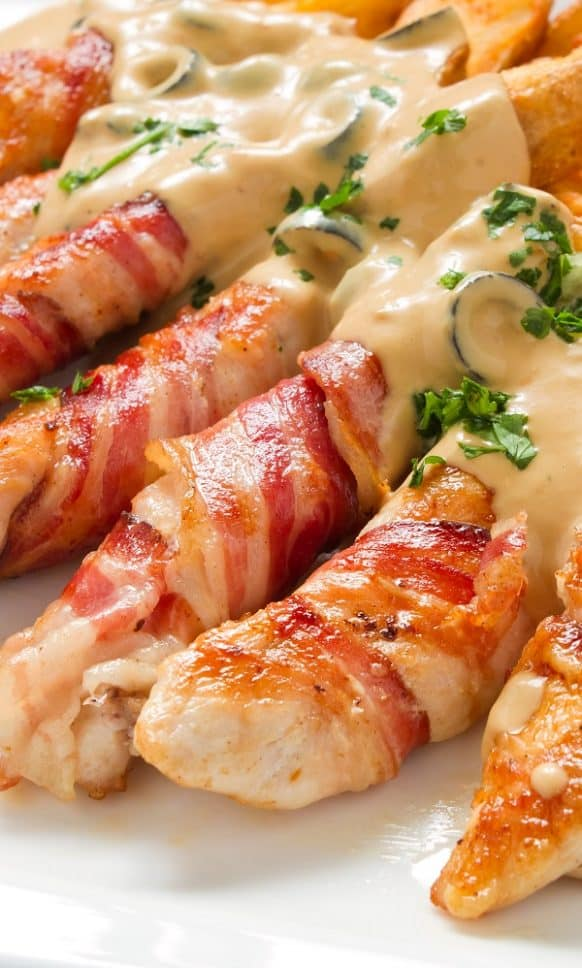 Bacon-wrapped chicken breasts recipe. Wrapped chicken breast strips baked in an oven and served with Béarnaise sauce. Use this meal as an appetizer or main dish. #oven #chicken #wrapped #appetizers #dinner #bacon #homemade