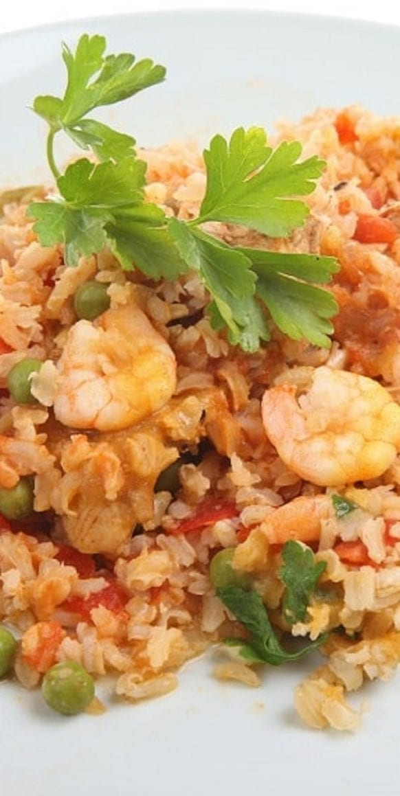 Slow cooker chicken and seafood paella recipe. Famous Spanish paella with chicken and shrimp cooked in a slow cooker.#slowcooker #crockpot #chicken #dinner #seafood #paella