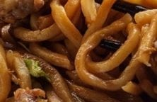 Instant pot beef lo mein recipe. Asian noodles with beef, spices, and vegetables cooked in an electric instant pot. A very delicious Chinese recipe. #instantpot #pressurecooker #dinner #beef #chinese #homemade