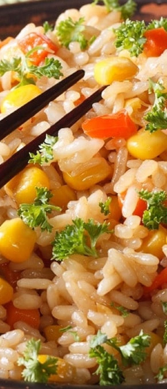 Slow cooker Chinese fried rice recipe. Rice with vegetables cooked in a slow cooker. An excellent vegetarian recipe! #slowcooker #crockpot #vegetarian #dinner #rice #homemade