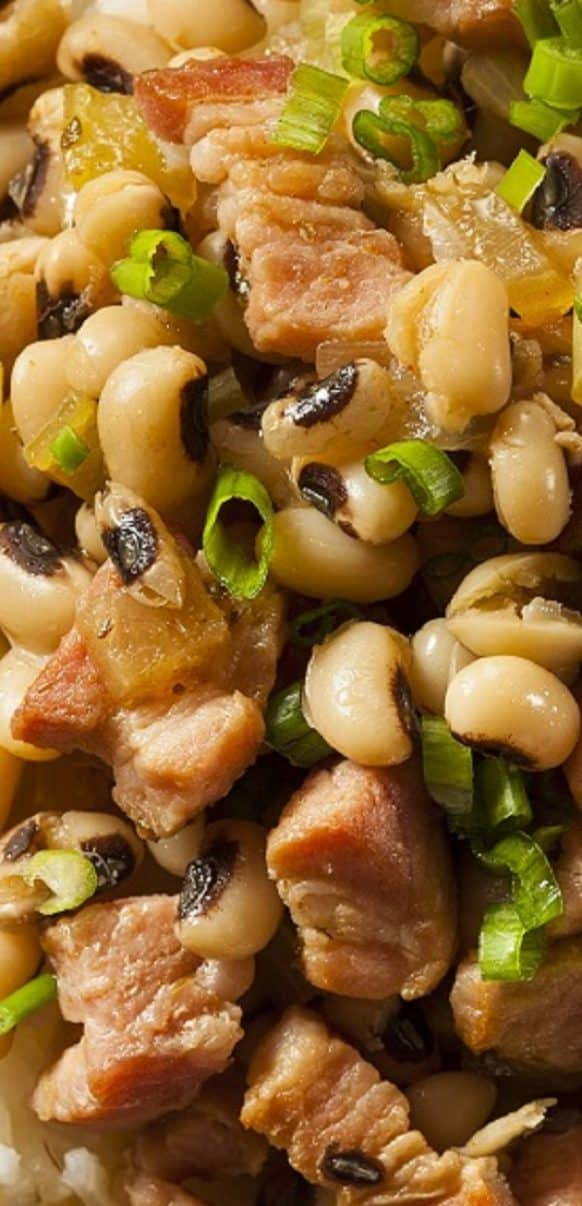 Slow cooker Southern Hoppin John recipe. Black-eyed peas with bacon and vegetables cooked in a slow cooker. This yummy meal is perfect for New Year's Day celebrations. #slowcooker #crockpot #dinner #homamde #easy #delicious #yummy
