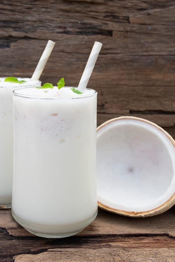 Cocobanana cocktail. Rum-based tropical mixed drink. Very delicious and easy to prepare! #cocktail #drink #party #beverages #tropical