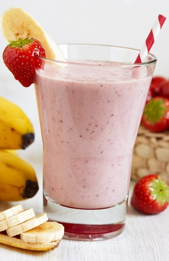 Healthy strawberry smoothie recipe. Very easy and healthy nonalcoholic mixed drink. Yummy! #beverages #drinks #healthy #smoothie #strawberry