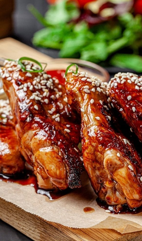 Pressure cooker sesame chicken wings. Chicken wings with dry white wine, soy sauce, and sesame seeds cooked in a pressure cooker. Very easy recipe! #pressurecooker #instantpot #chicken #wings #dinner #appetizer #party