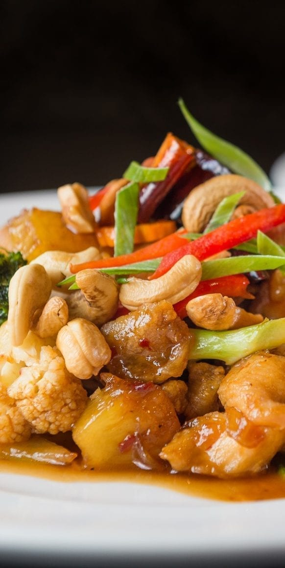 Slow cooker Chinese cashew chicken. This delicious recipe belongs to Chinese cuisine. Cooked chicken with vegetables and soy sauce cooked in a slow cooker. Easy and delicious recipe! #slowcooker #crockpot #chicken #dinner #chinese