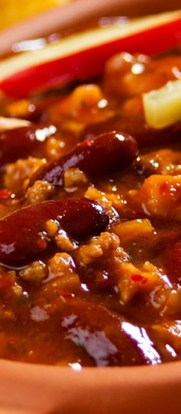 Slow cooker Mexican corn and bean chili recipe. An excellent classic Mexican chili cooked in a slow cooker.Delicious and healthy. #slowcooker #crockpot #mexican #chili #beans #corn #dinner #homemade #healthy