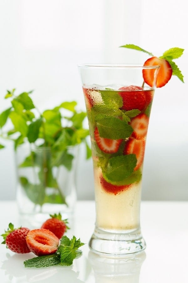 Strawberry-mango mojito. Rum-based alcoholic mixed drink. Very delicious and easy to prepare. #cocktails #beverages #drinks #mojito #party