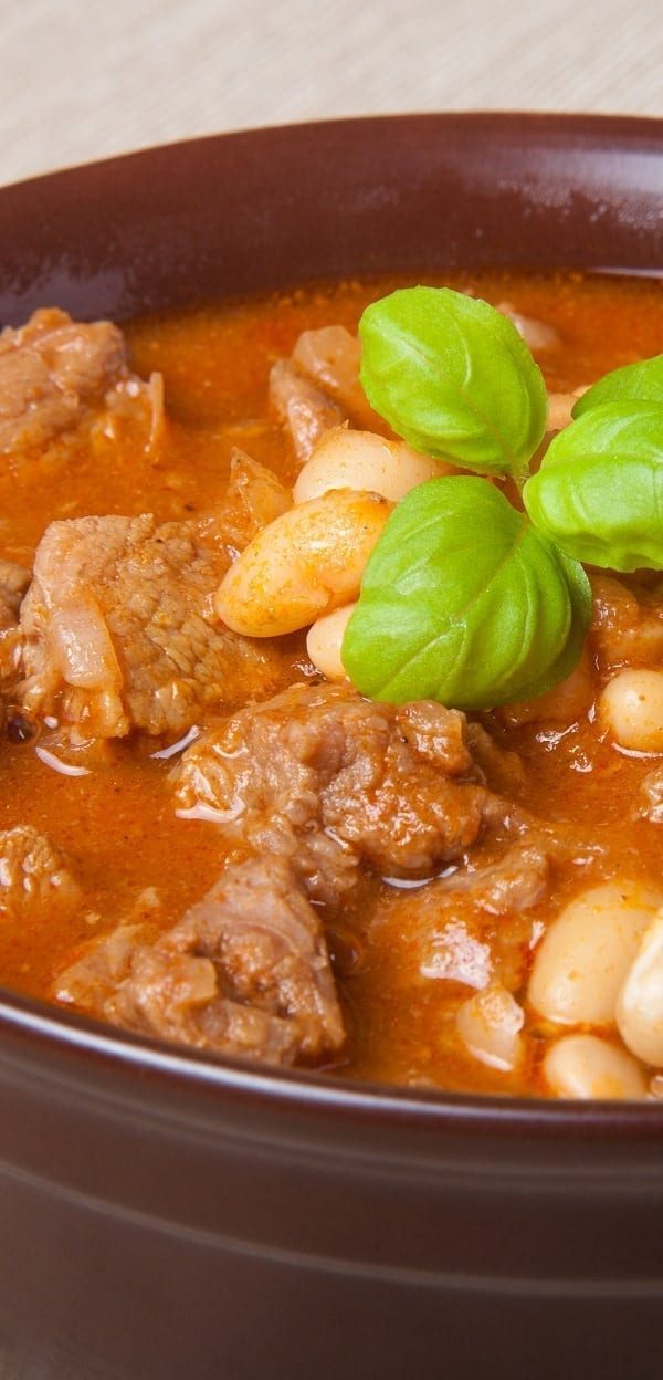 Slow cooker beef and bean ragu recipe. Cubed beef with beans and vegetables cooked in a slow cooker.#slowcooker #crockpot #dinner #lunch #beef #ragu #ragout #homemade #yummy #delicious