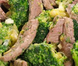 Slow cooker beef with broccoli. Beef strips with broccoli cooked in slow cooker and served over the cooked rice. #slowcooker #crockpot #beef #dinner #lunch