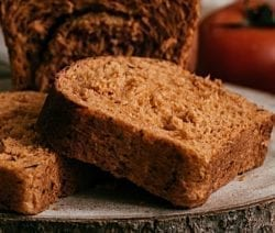 Slow cooker Boston brown bread. Very delicious bread with raisins cooked in a slow cooker. The slow cooker is perfect for steamed breads. Use it as a dessert or for breakfast. #slowcooker #crockpot #dessert #breakfast #bread