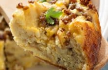 Slow cooker breakfast strata recipe. Spanish strata with chorizo sausages and vegetables cooked in a slow cooker. #slowcooker #crockpot #breakfast #homemade #strata #easy #yummy #delicious