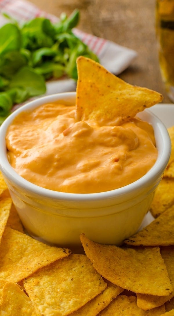 Slow cooker cheesy beer-salsa dip. Very delicious cheesy dip. Use it with homemade tortilla chips. #slowcooker #rcokpot #appetizers #dips #dinner