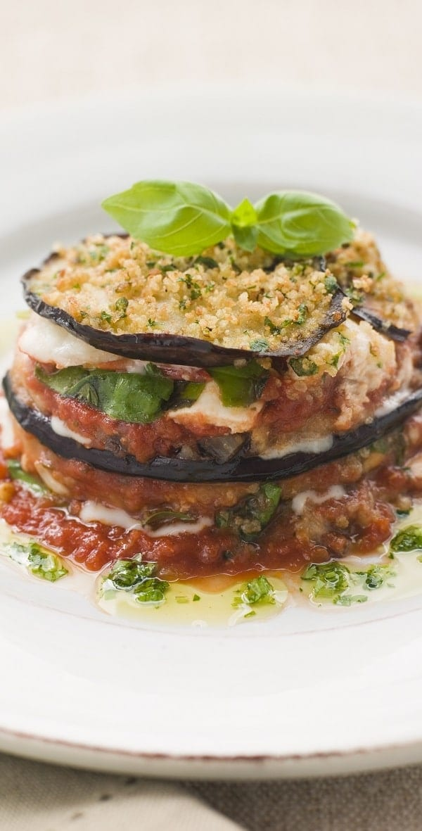 Slow cooker eggplant Parmigiana recipe. Eggplants with Mozzarella and Parmesan cheeses cooked in a slow cooker. #slowcooker #crockpot #dinner #easy #eggplnar