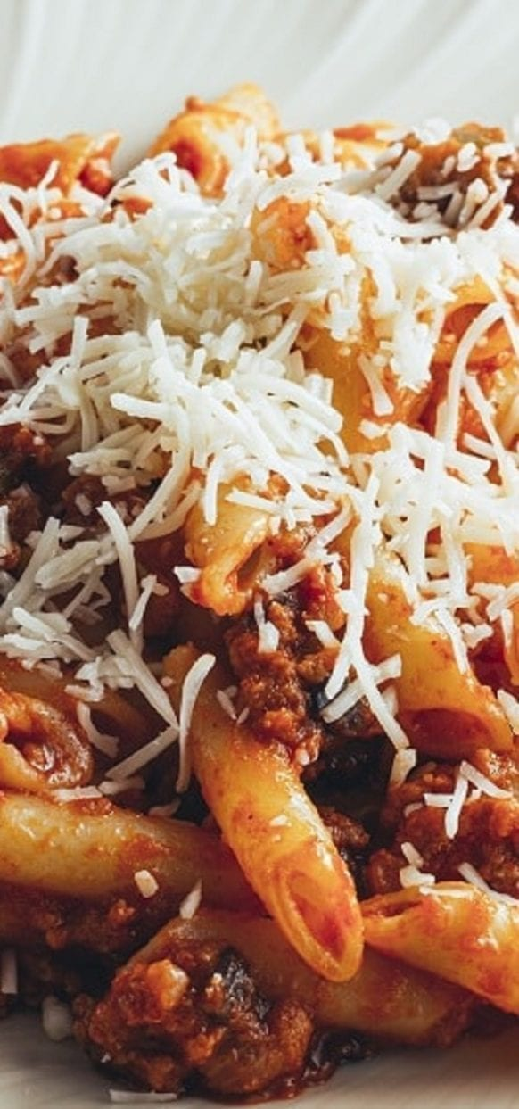 Slow cooker penne with mushroom-beef sauce. This tasty penne recipe belongs to Italian Cuisine. Ground beef with vegetables, mushrooms, and spices cooked in a slow cooker. #slowcooker #crockpot #pasta #dinner #italian