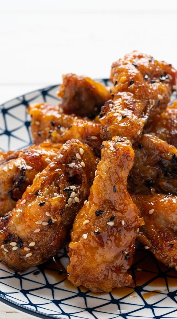 Slow cooker honey-mustard chicken wings. Chicken wings with delicious homemade honey-mustard sauce cooked in a slow cooker. #slowcooker #crockpot #chickenwings #dinner #homemade #easy